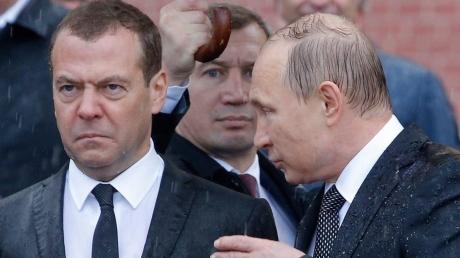 """В России готовятся """"затягивать пояса"""": Медведев пытается напугать США и ЕС продлением ответных санкций до 31 декабря 2018 года"""