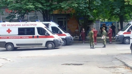 Опубликованы фото и видео с места кровавого взрыва  в оккупированном Луганске: через 15 минут после ЧП прогремел второй сильный взрыв, город в большой панике - кадры