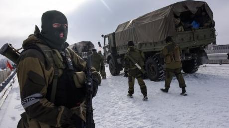 """Как боевиков """"ДНР"""" гонят на убой к позициям ВСУ: появились кадры с уничтоженной сепаратистской ДРГ"""