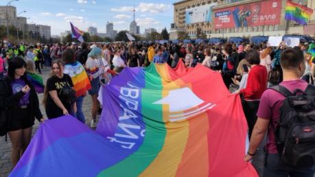 Марш равенства в Харькове: видео драки, полиция и тысячи сторонников ЛГБТ