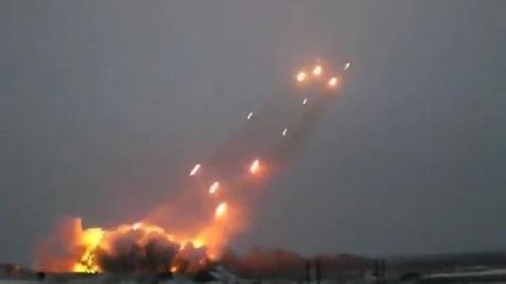 В Донецке и Макеевке слышны мощные залпы и взрывы