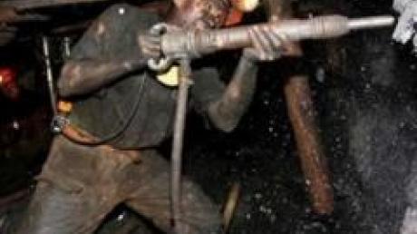 ДонОГА: в Угледаре Донецкой области шахтеры два месяца без зарплаты