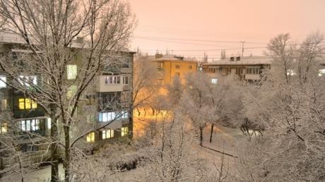 """""""У***пы что-то ночью распылили"""", - оккупированный  Луганск засыпало странным желтым снегом - испуганные пользователи соцсетей показали кадры"""