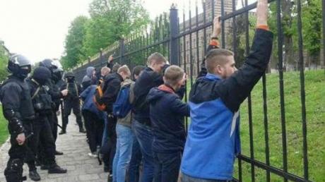 Вооружились лопатами, топорами и ножами: во Львове полиция задержала 30 участников массовой потасовки