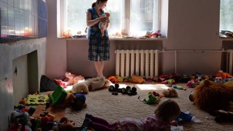В пунктах временного размещения в РФ находятся около 27 тыс беженцев из Украины