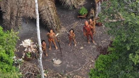 В лесах Амазонии найдено уникальное племя дикарей: кадры людей, которые не знают, что такое цивилизация