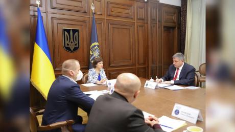 СМИ выяснили, что связывает Генпрокурора Венедиктову с главой МВД Аваковым
