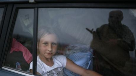 Из Донбасса эвакуировано более 1800 детей, - Минсоцполитики