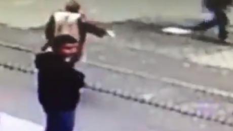 За мгновение до взрыва в Стамбуле: террорист-смертник выкрикивал угрозы и попал в камеры видео наблюдения