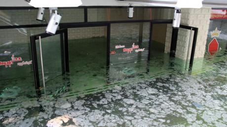 """Донецк уходит под воду: ситуация с затопленным ТЦ """"Северный"""" намного хуже, чем предполагалось, - новые фото"""
