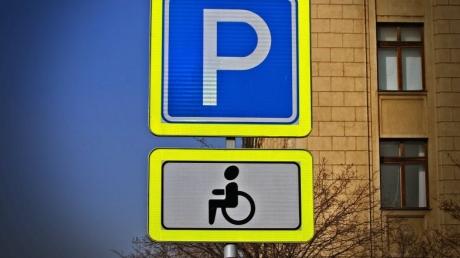 Беспредельщикам на парковках придется раскошелиться: в Украине увеличены штрафы за парковку на местах, предусмотренных для инвалидов