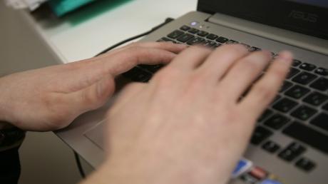 На Харьковщине 47-летний мужчина 10 лет совращал мальчиков через Интернет