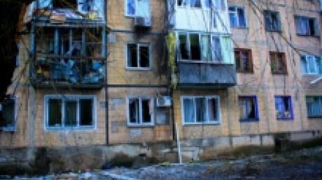 При обстреле Авдеевки снаряд повредил детский дом