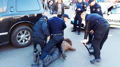 """Пьяного чемпиона Олейника патрульным """"сдали"""" очевидцы на СТО. В полиции рассказали детали задержания буйного спортсмена"""