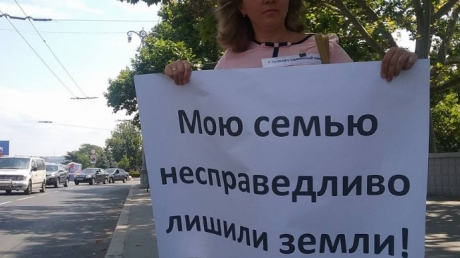 """""""Моя родина вам дала? Дала... А ваша? Вот и получайте теперь камни с неба"""", - патриоты показали фотографии протестов в аннексированном Крыму из-за земли и коррупции"""