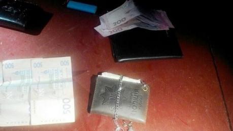 """В Волновахе угонщики авто хитро """"накололи"""" полицейских, вымогавших у них 8 тысяч долларов"""