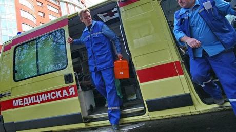 Крушение военного Ан-26 в России: скорая с ранеными военными попала в ДТП и сбила женщину (кадры)
