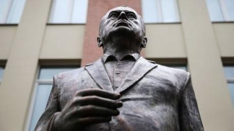 Жириновский открыл памятник самому себе: этот день запомнится человечеству