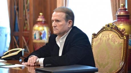"""Украинофоб Медведчук оскандалился: политик назвал """"хорошим крестным отцом"""" убийцу украинских детей, женщин и стариков Путина"""