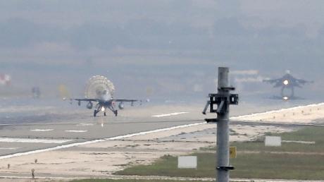 Неизвестный боевой самолет разбился в Сирии: полет проходил над районами, что контролируют бандформирования террористов ИГИЛ