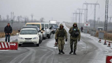 Украина экстренно закрывает все КПВВ на Донбассе на 2 недели: сделают два исключения