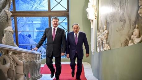 СМИ: Назарбаев ждет Порошенко в Казахстане с официальным визитом
