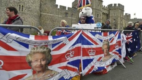 Юбилей Елизаветы II: в Великобритании 90-летняя королева вместе с 94-летним супругом принцем Филиппом участвуют в торжественных мероприятиях
