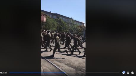 Переломный момент революции в Армении: военные массово перешли на сторону протестующих - кадры