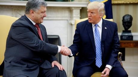 """Порошенко в Вашингтоне наносит еще один удар по Кремлю: """"Трамп не похож на человека, который питает особые чувства к России!"""" - кадры"""