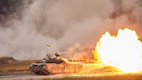 У боевиков на Донбассе не будет шансов: кадры зрелищного выступления танкистов Украины в Германии