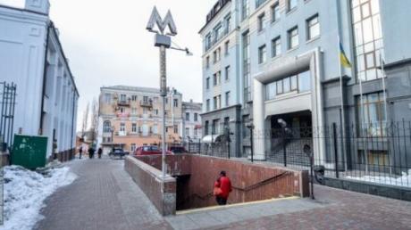 В Киеве конфликт у метро закончился поножовщиной: есть раненый