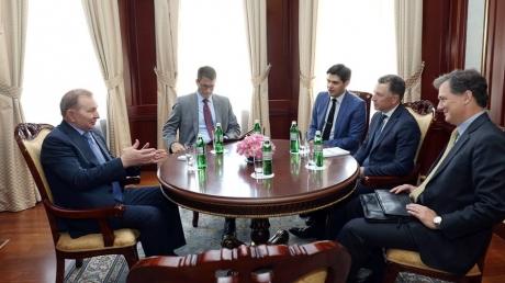 """""""Благодарим США за поддержку территориальной целостности и суверенитета Украины"""", - Кучма встретился с Куртом Уолкером и обсудил с ним ситуацию на Донбассе"""
