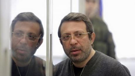 """Всем """"сесть"""", суд идет: Корбана оставят за решеткой еще на месяц"""