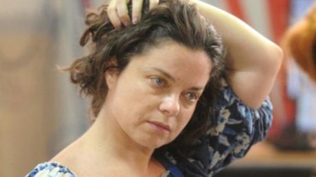 """Скандалистка Королева, незаконно зарабатывающая """"копеечку"""" в Крыму, никак не смирится с запретом на въезд в Украину и грозит большими судами"""
