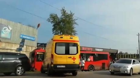 В России автобус с десятками пассажиров влетел магазин: много раненых, есть погибший - фото