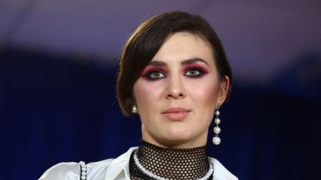 Певица MARUV резко ответила на критику о 23 февраля, детали
