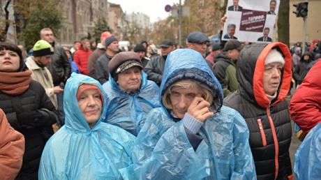Почему в Украине повышают пенсионный возраст только женщинам