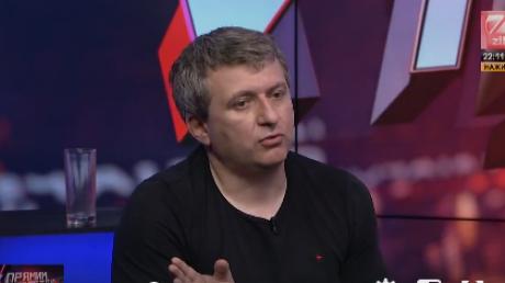 Журналиста Юрия Романенко выгнали из прямого эфира телеканала ZIK за отказ говорить по-украински - кадры