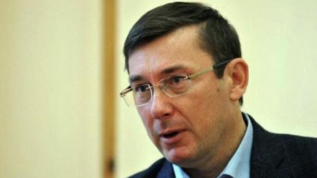 Луценко: Янукович может открывать рот только по указанию своих кукловодов