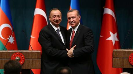 """Эрдоган снова предложил Алиеву помощь с Карабахом: """"Братья продвигаются вперед"""""""