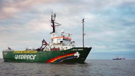 Репутация России снова ниже плинтуса: Международный арбитраж приговорил Москву к внушительному штрафу за позорный захват корабля активистов Greenpeace