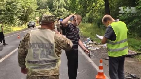 Военные разбились в смертельном ДТП на Львовщине: СМИ показали, что осталось от авто после столкновения