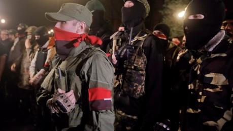 """СМИ: В Красноармейске вооруженные бойцы """"Правого сектора"""" окружили военную комендатуру"""