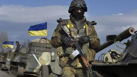 """Боевики """"ДНР"""" ударили по Луганскому из БМП, зенитных установок и выпустили около 200 мин"""