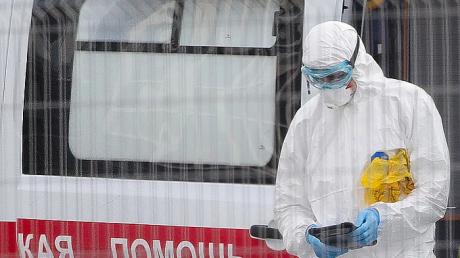 Коронавирус в России: переполнены больницы, пишут о пневмонии, но подозревают COVID-19, детали