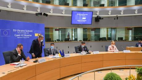 Лишение Украины безвиза: в ЕС отреагировали на скандальное решение КС