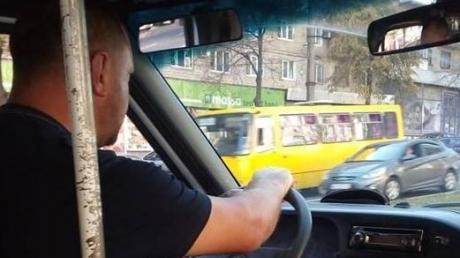 """""""Вы нихто, х**ои"""": в Запорожье водитель грубо оскорбил бойца АТО и устроил ему скандал в автобусе - кадры"""