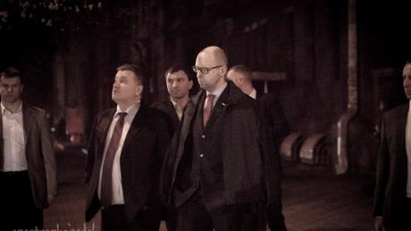 Провожали премьера? Аваков, Ложкин и Яценюк прогулялись по ночному Киеву в сопровождении шикарного кортежа
