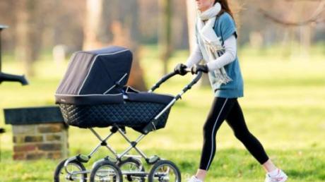 В России мать чуть не угробила малыша, катая коляску по скейт-парку