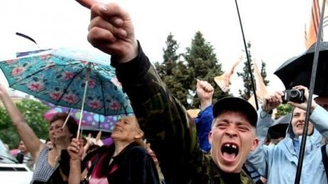 """Есть еда и нет фашистов: апологеты """"ДНР"""" рассказали блогеру Шарию о достижениях """"республики"""""""